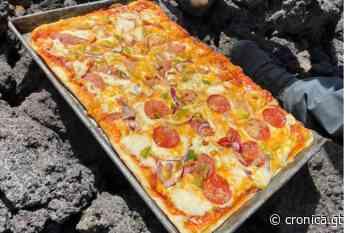Hombre guatemalteco cocina pizza en el volcán activo. - cronica.gt