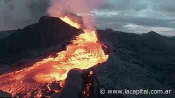 Impactantes imágenes de un volcán en erupción: la lava devora a un drone - La Capital