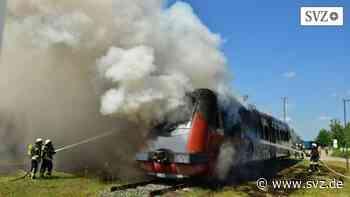Plau am See: Eisenbahntriebzug in Brand geraten | svz.de - svz – Schweriner Volkszeitung