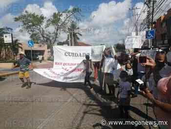 Vecinos del fraccionamiento Izamal bloquean avenida en Cancún - MegaNews