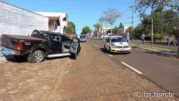 Bandidos capotam carro após fuga em Santa Izabel do Oeste - RBJ