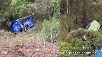 Cae autobús de barranco en Loma de Vista Hermosa, Cuajimalpa - Noticias en la Mira