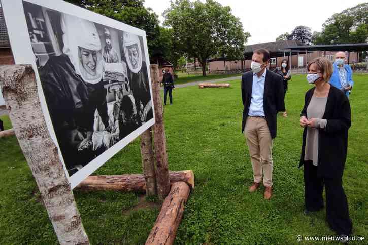 """Minister Beke bezoekt foto-expo in Pelt over zorgverleners: """"Zeer beklijvend""""<BR />"""