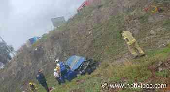 Auto cae a un barranco en la salida a Pátzcuaro, hay cuatro niños heridos - Notivideo