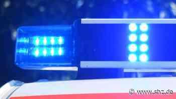 Zeugen und Pkw-Fahrer gesucht: Pkw rammt Rettungswagen im Einsatz in Reinfeld   shz.de - shz.de