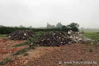 Onbekenden storten puin op site waar Delfine Persoon straks nieuwe bokshal bouwt