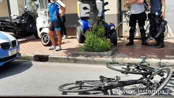 Albissola Marina, due ciclisti coinvolti in un incidente sull'Aurelia - La Stampa