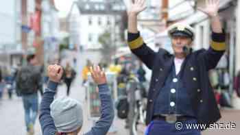 Kindertag in Eutin am 1. Juni: Käpt'n Kümmel verteilt Luftballons und gute Laune in der Innenstadt   shz.de - shz.de