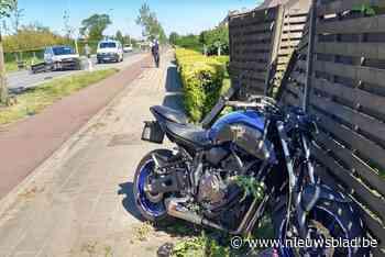Motorrijder zwaargewond na inhaalmanoeuvre