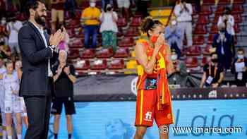 El emotivo homenaje a Laia Palau por sus 300 partidos con la selección - MARCA.com