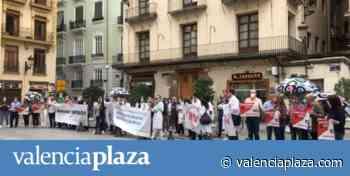 Radiólogos protestan frente al Palau contra la empresa pública de resonancias - valenciaplaza.com