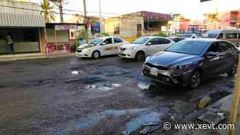 Fuga de aguas negras destruye avenida en Tierra Colorada, denuncian habitantes - XeVT 104.1 FM | Telereportaje
