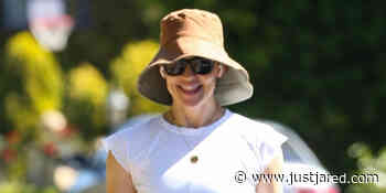Jennifer Garner Soaks Up the Sunny Weather with a Walk in L.A. - Just Jared