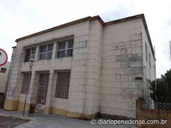 Prédio do antigo Fórum de Penedo encontra-se ocioso precisando ser ocupado para não ir a ruína - Geraldo Jose