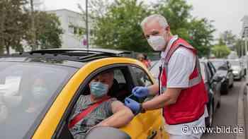 Auto-Schlangen in Meerbusch: 3000 Impfungen am Drive-In - BILD