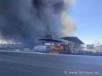 Docenas de unidades de extinción de incendios están luchando contra los patios de reciclaje de Phoenix - Detoque.net