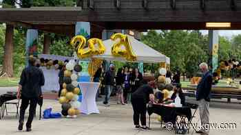 """Hudson's Bay students turn out for """"pop-up"""" junior-senior prom - KGW.com"""