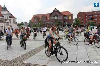 Auf Fahrrädern gegen die Küstenautobahn: Demonstrationszug endet auf Nordenhamer Marktplatz - Nordwest-Zeitung