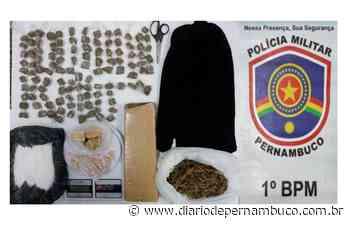 Polícia apreende materiais ilegais e drogas em Aguazinha, Olinda - Diário de Pernambuco