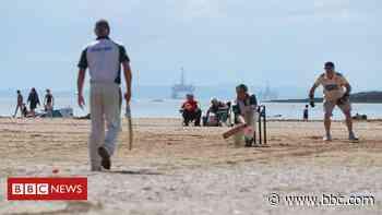Howzat! Cricket returns to Elie beach after lockdown - BBC News