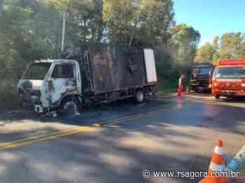 Caminhão pega fogo na rodovia que liga Passo Fundo a Marau - RS Agora