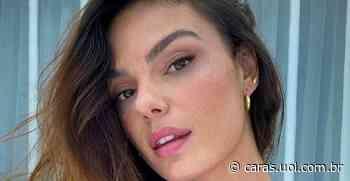 Repleta de estilo, Isis Valverde rouba a cena ao posar em escada: Sábado - CARAS Brasil
