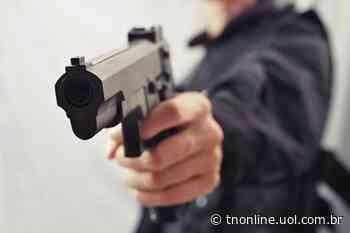 Homem armado com pistola rouba loja em Faxinal - TNOnline - TNOnline
