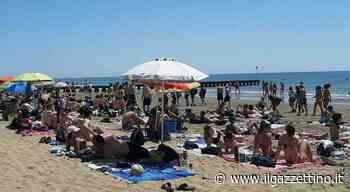 Da Jesolo a Bibione assalto alle spiagge: ombrelloni esauriti, battigia affollata e code sulle... - ilgazzettino.it