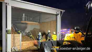 Feuer in Hackschnitzelheizanlage: Feuerwehr löscht Brand in Heizanlage auf Bauernhof - soester-anzeiger.de