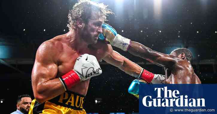 'His goal was to survive': Floyd Mayweather v Logan Paul ends in boos – video