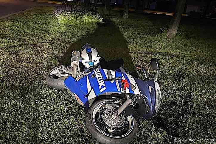 Motorrijder met levenslang rijverbod vlucht met 180 kilometer per uur voor politie
