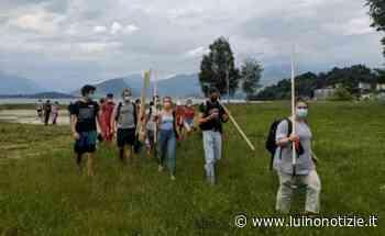 """Laveno Mombello, i giovani puliscono le spiagge: """"Il cambiamento siamo noi e le nostre azioni"""" - Luino Notizie"""