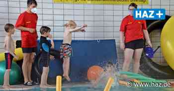Riesiger Andrang: Schwimmkurse im Hallenbad Isernhagen starten nach Corona-Pause - Hannoversche Allgemeine