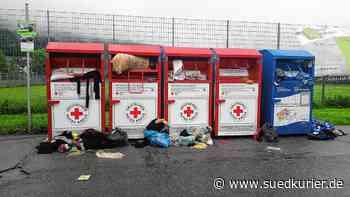 An den Wertstoffcontainern beim Blumberger Sportzentraum stapelt sich ...   SÜDKURIER Online - SÜDKURIER Online