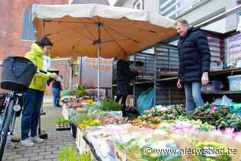 Woensdagmarkt blijft nog het hele jaar op Gemeenteplein - Het Nieuwsblad