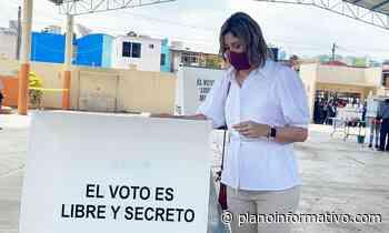 Mónica Rangel vota en Tamazunchale - Plano informativo