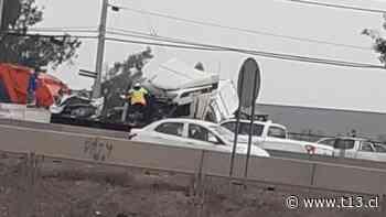 Al menos un fallecido tras accidente de tránsito múltiple en San Bernardo - Teletrece