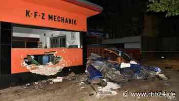 Betrunkener Sportwagenfahrer rast in Berlin-Hermsdorf in Hauswand - rbb24