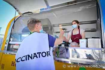 Gratis ijsjes voor vrijwilligers vaccinatiedorp Spoor Oost: ... (Borgerhout) - Het Nieuwsblad