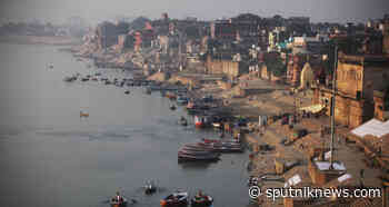 Colour of Holy River Ganges Turns Green in India, Sowing Panic Among Uttar Pradesh Residents - Sputnik International