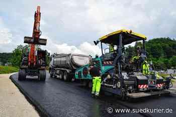 Stockach: Bilder von der Baustelle: Asphaltarbeiten an der L 194 beim Stockacher Freibad - SÜDKURIER Online