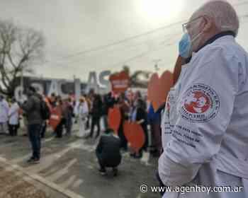 Sorprenden con aplausos y canciones al personal de salud en Berazategui - agenhoy.com.ar