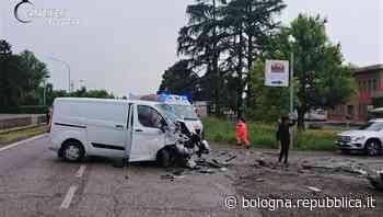 Crespellano, schianto sulla Provinciale fra un'auto e un furgone: muore un 29enne - La Repubblica