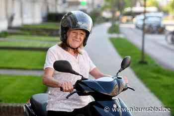 Rina (61) moet urenlang door weer en wind omdat liften Voetgangerstunnel niet werken