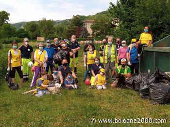 """Trenta volontari per """"Puliamo Vezzano"""". Raccolti 16 sacchi di rifiuti - Bologna 2000"""