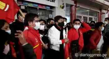 """Perú Libre sale en marcha """"pacífica"""" en Huancayo y arrojan huevos y pintura a periodistas (VIDEO) - Diario Correo"""