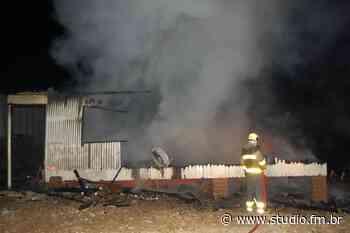 Incêndio destrói casa no interior de Flores da Cunha - Rádio Studio 87.7 FM | Studio TV | Veranópolis