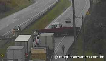 Acidente envolvendo carreta interdita rodovia Régis Bittencourt em Juquitiba - Mobilidade Sampa