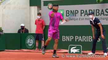 French Open tennis - Fabio Fognini furiously punches his racket, needs medical attention for bloodied hand - Eurosport.co.uk
