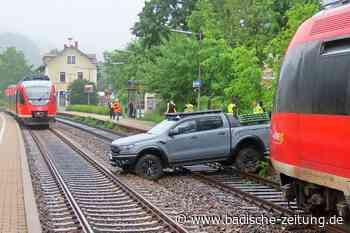Auto landet auf Gleisen - Wehr - Badische Zeitung